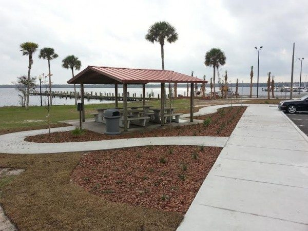 Palatka City Dock picnic area